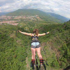 Bungee jumping 140 metros